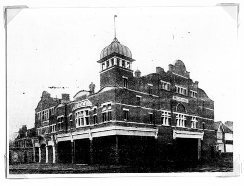 Byfeld Hall, открыт в 1906 г. Source: http://www.olympiccinema.co.uk