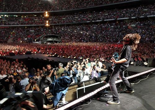 Foo Fighters на Wembley Stadium в 2008 г. Source: http://25.media.tumblr.com/tumblr_mdhhkaRirw1qivt8go1_500.jpg