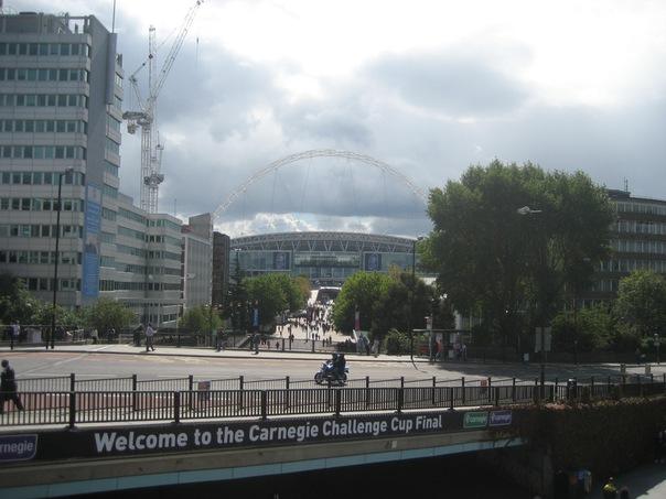 Вид на Wembley Stadium со стороны станции метро Wembley Park.
