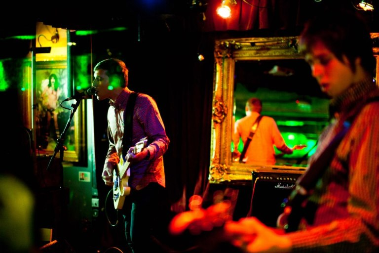 Andy Muscat с группой в Hoxton Underbelly, Лондон, ноябрь 2012. Photo by LightBurn Photo (www.facebook.com/LightBurnPhoto). Source: https://www.facebook.com/andymuscatuk